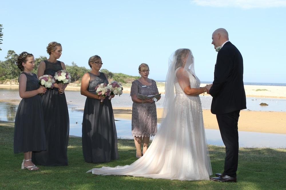 raewyn and paul beachside wollongong wedding
